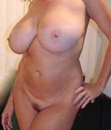 mogen kvinna med stora pattar